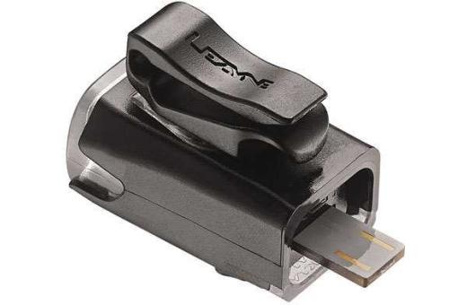 Bilden visar USB laddstickan på Lezyne KTV Drive framlampan