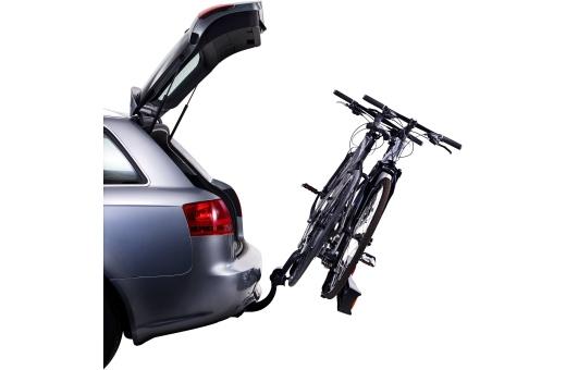Den manuella tiltfunktionen gör bagageutrymmet lättåtkomligt även med monterade cyklar