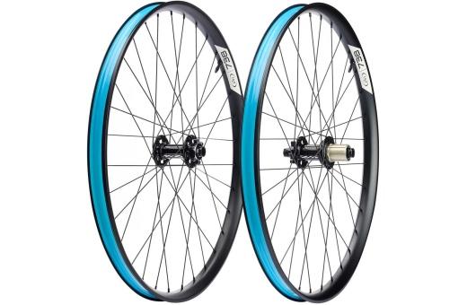 """Bilden visar fel hjulstorlek - Bilden visar 27.5"""" hjulen Ibis Logo nav"""